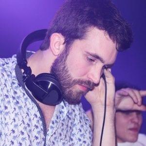 Piergil Simard - DJ P•gee (son nom de DJ lors des soirées) aussi à l'aise en tant que DJ qu'en tant qu'animateur.
