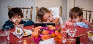 enfants qui trouvent le temps long a un mariage