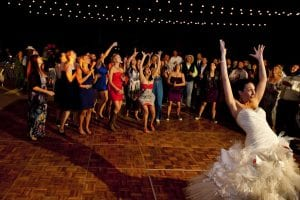 lancer du bouquet a un mariage