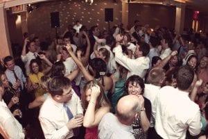 piste de danse pleine a un mariage