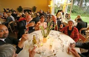 table de personnes plus agees a un mariage