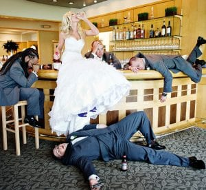 La mariee boit un coup