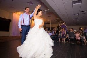Une première danse au mariage de Mylène et Danick. Crédit photo : kbilodeau.com